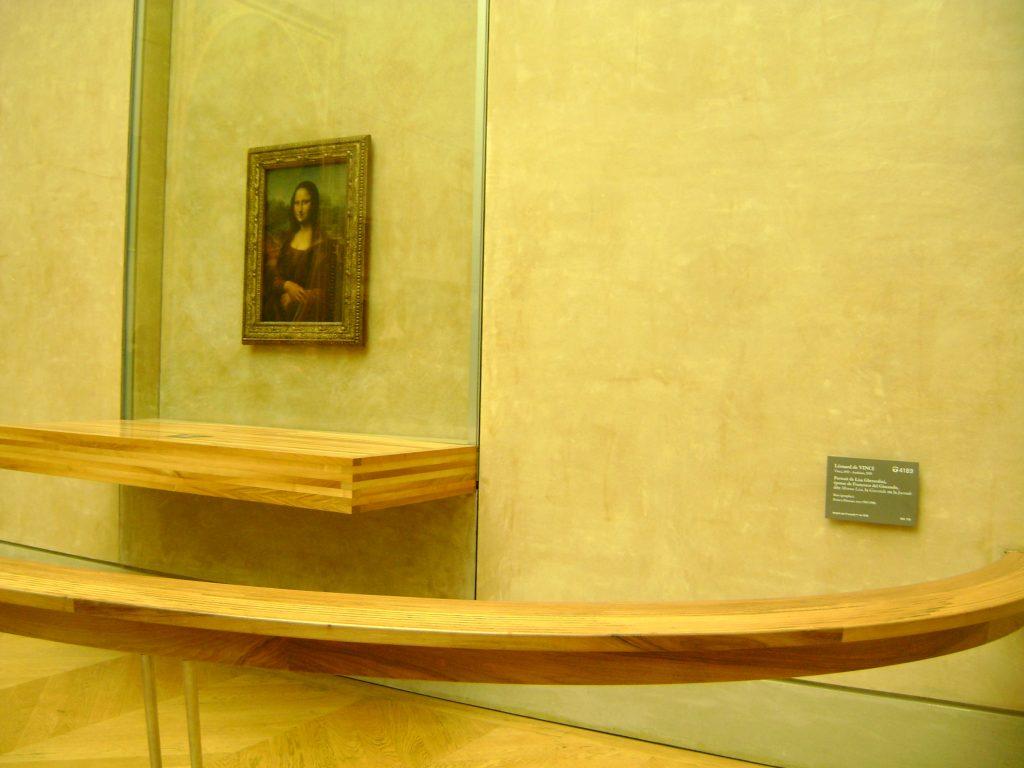 Quadro da monalisa sem ninguém na frente no museu do louvre por leonardo da vinci