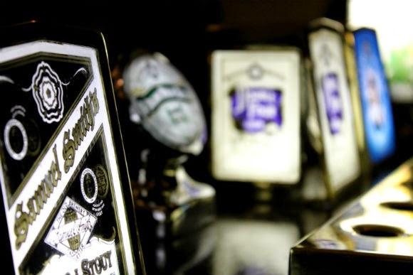 Pub em londres samuel smiths mostrador marca de cerveja