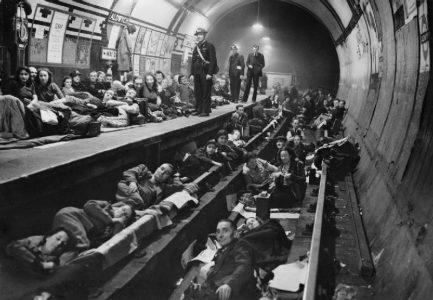 aldwych estação de metrô bombardeios da segunda guerra mundial usada como abrigo