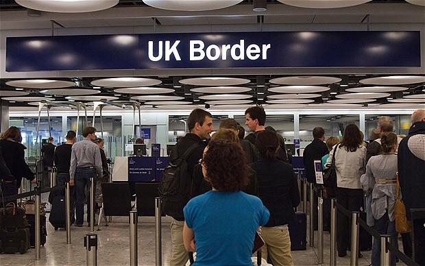 fila de entrada para imigração britânica como fazer o que precisa formularios turismo