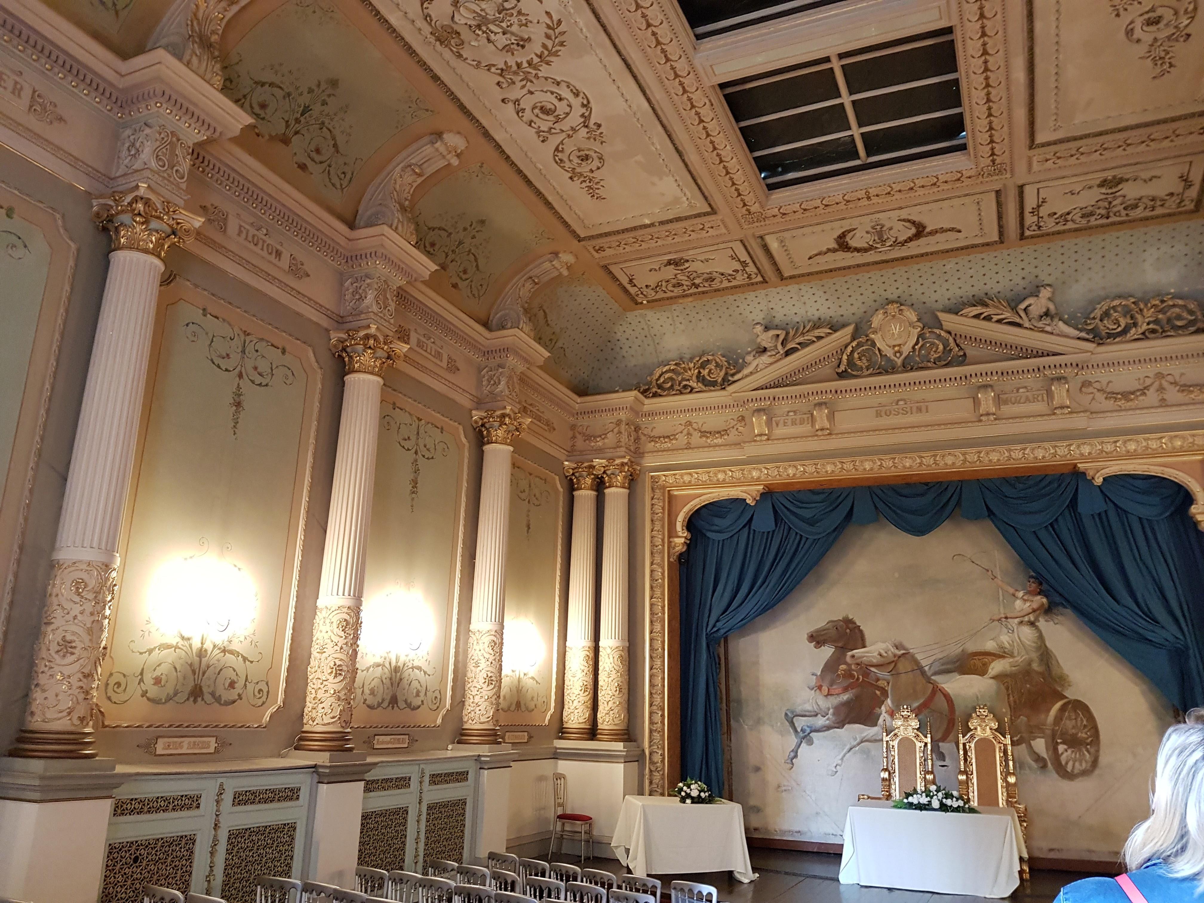 Teatro dentro do Craig-Y-Nor castelo. teatro que pertencia à Adelina Patti.