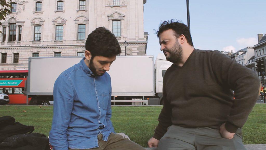 rafa maciel guri in london homem de camisa azul sendo hiponotizado por alberto youtube hipnose em londres