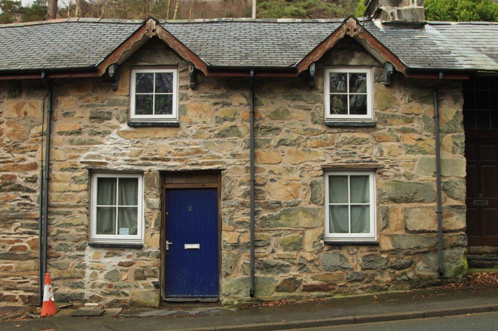 casinhas de pedra no interior do pais de gales