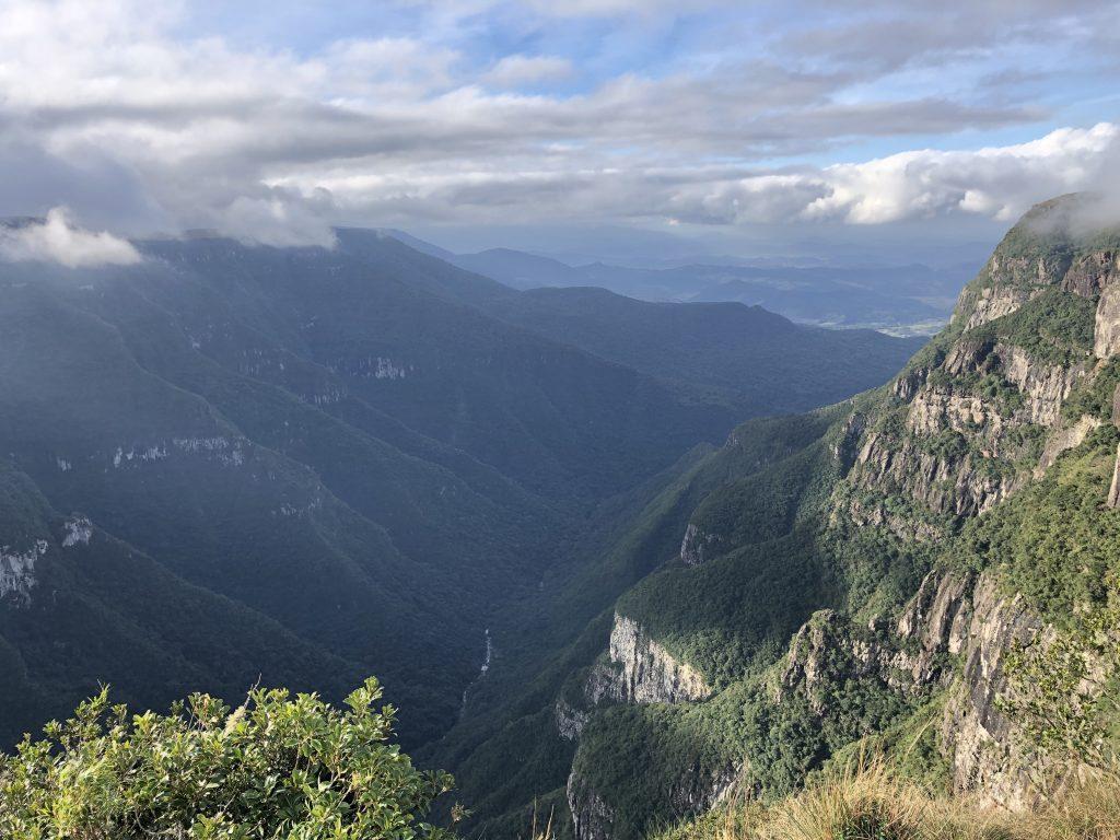 vista do canion fortaleza a partir do seu mirante, em cambara do sul, rio grande do sul