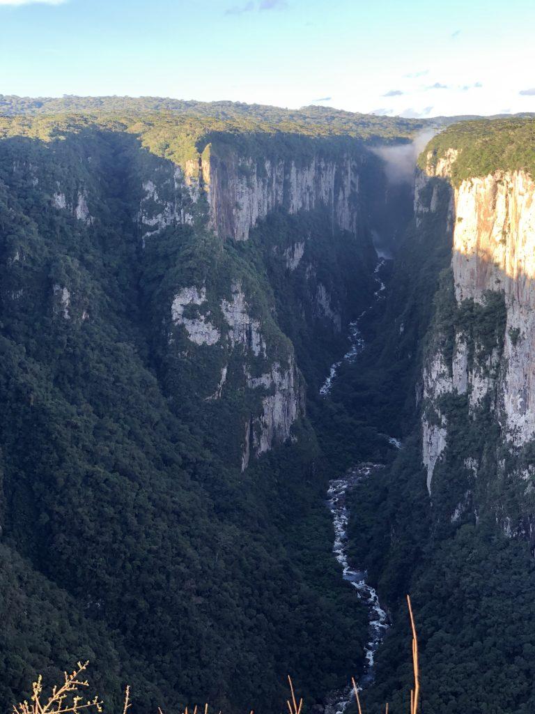 Vista do cânion itaimbezinho, rio grande do sul
