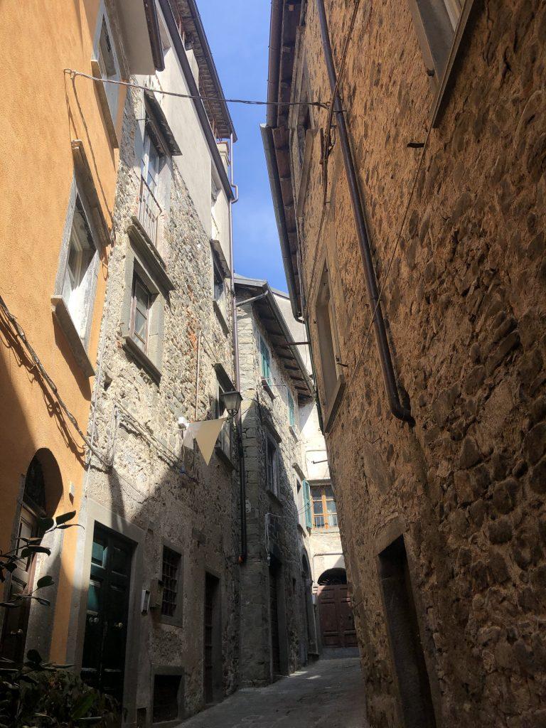 ruas medievais da cidade de pontremoli no norte da Itália